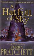 &#34;A hat full of sky - a story of Discworld&#34; av Terry Pratchett