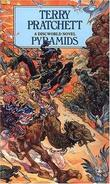 """Pyramids (A Discworld Novel)"" av Terry Pratchett"
