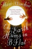 """The Earth Hums in B Flat"" av Mari Strachan"